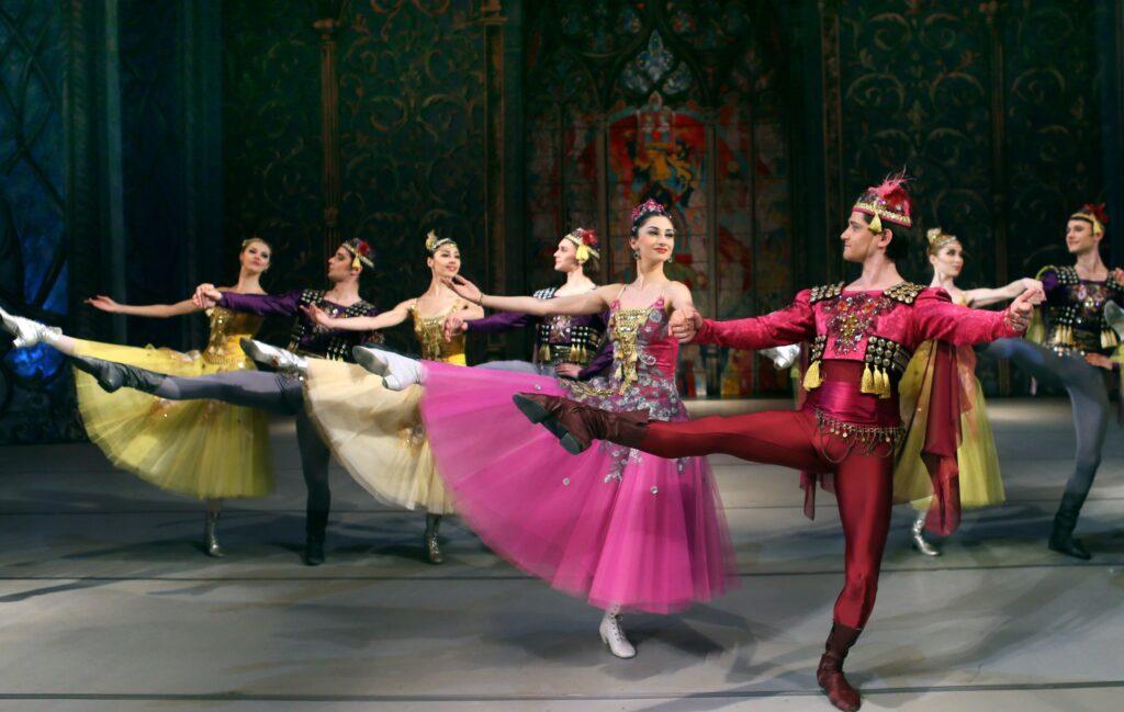 balet_LEBEDYNE_OZERO_new_decoration_(KRAWS-Х)_3181