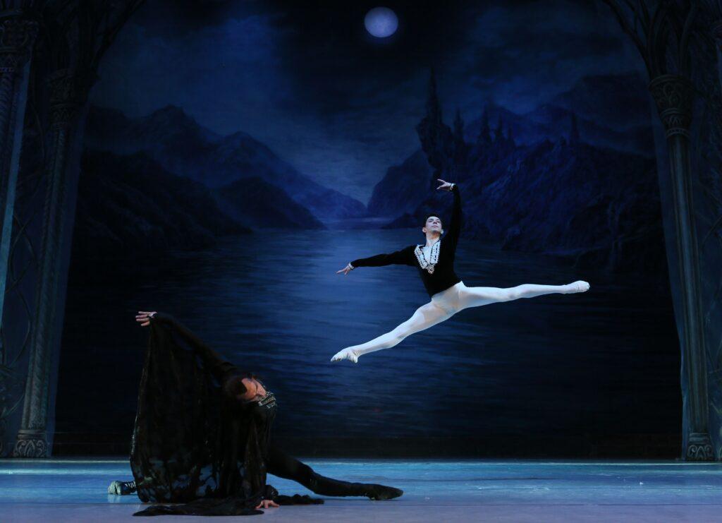 balet_LEBEDYNE_OZERO_new_decoration_POST_(KRAWS-Х)_3393